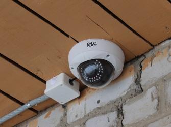 Установка уличной видеокамеры RVi-125